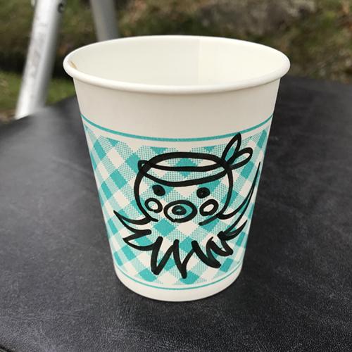 給水の紙コップにタコのイラスト